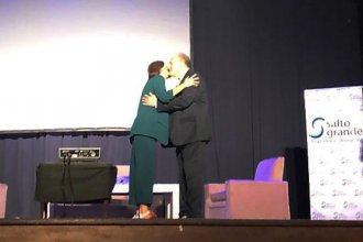 """""""El deporte cambia realidades"""", dijo Niez que se mostró junto a Luciana Aymar en plena campaña"""