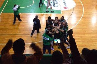 En final para el infarto, Estudiantes derrotó a Atenas: Reviví el triple de Vildoza y el estallido del público