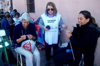 Realizaron un Tejetón Solidario para abrigar a los indigentes de cara al invierno