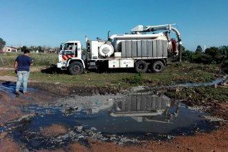 Denuncian que camión municipal arroja residuos cloacales en barrio de Concordia
