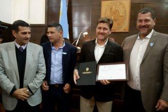 """Emotivo reconocimiento para Bértoli en la costa del Uruguay: """"Es un mimo al alma, en un momento difícil"""""""