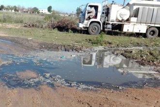 """Cresto ordenó """"actuaciones administrativas"""" por el camión municipal que arrojó líquido cloacal en un asentamiento"""