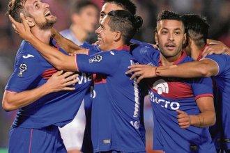 Con goles entrerrianos, Tigre aplastó a Atlético Tucumán por 5 a 0