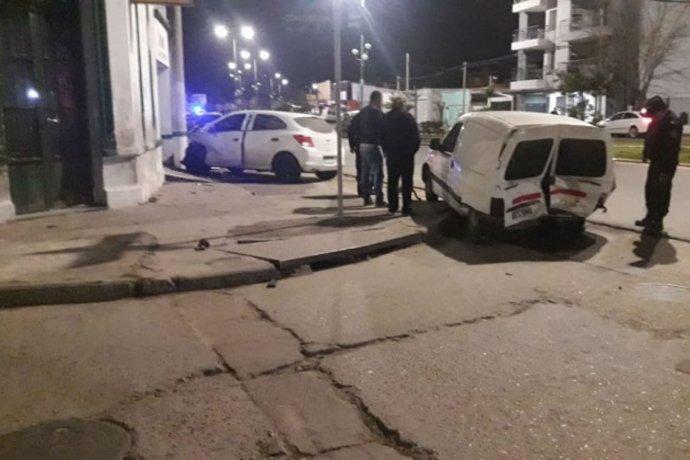 Picada, triple choque y alcoholemia positiva: uno de los conductores es buscado por la Policía