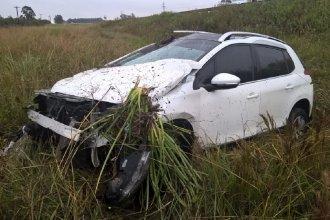 En Federación, un conductor sufrió lesiones graves tras despistar con su automóvil