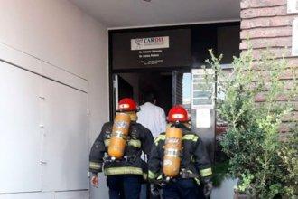 Bomberos rescataron a una mujer, tras el desplome de un ascensor