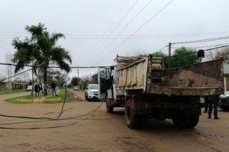 Sin advertir un inconveniente mecánico, camión municipal derribó todo a su paso