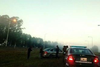 Bajo la niebla, familia de San José chocó contra el guardarrail mientras viajaba por la Autovía
