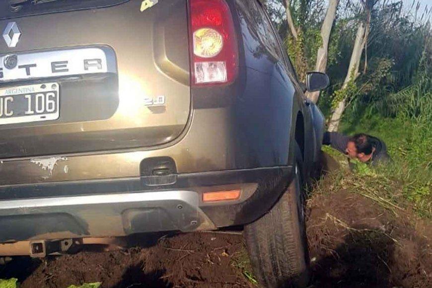 Jacinto, observando cómo quedó el vehículo