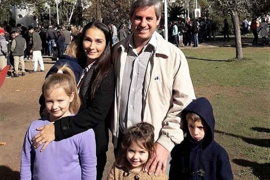 El intendente electo de Colón, con su familia