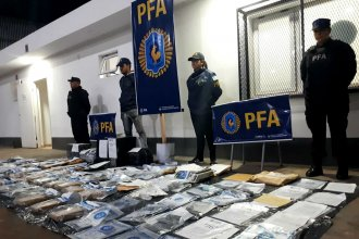 Bajo la lluvia, trasladaron a 17 de los detenidos en el megaoperativo por narcotráfico