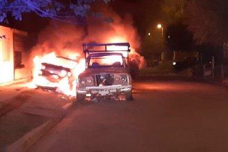 Entrerriano escuchó una explosión, salió a mirar y encontró sus tres autos prendidos fuego