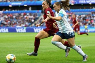 Argentina peleó su segundo partido pero cayó ante Inglaterra por 1 a 0