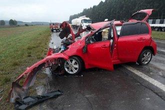 Despiste en la Autovía Artigas: Cruzó hacia el otro carril e impactó contra un camión cisterna