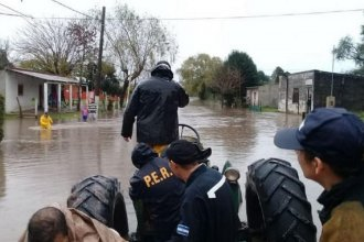 Tras las intensas lluvias, un arroyo desbordó y 30 familias fueron evacuadas