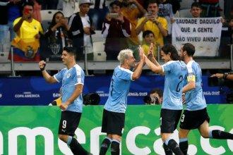 Todo sigue igual de bien para Cavani y Suárez que anotaron en la goleada de Uruguay
