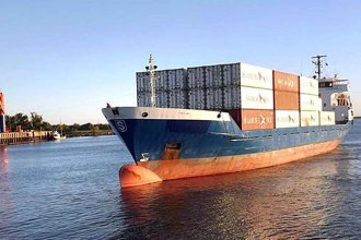 """Declaran """"en abandono"""" a dos buques portacontenedores que navegaban por el río Uruguay"""