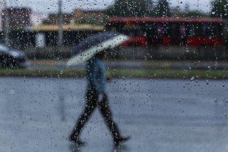 La lluvia no para: Renuevan el alerta y estiman que podrían caer hasta 100 mm este lunes