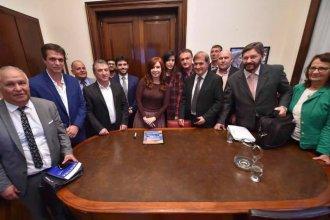 Junto con productores citrícolas, Urribarri y Cresto se mostraron en reunión con CFK