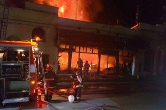 A las 4 lograron extinguir el fuego en Chajarí tras el esfuerzo de Bomberos Voluntarios de 8 ciudades
