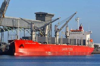 Dos embarcaciones cargarán madera de pino entrerriano en el puerto de Concepción del Uruguay