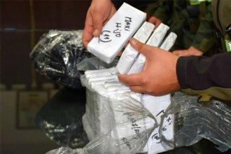 Viajaban en micro con más de 2,5 millones de pesos ocultos en el equipaje