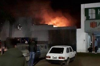 Pudo ser tragedia: boliche entrerriano se incendió y los jóvenes fueron evacuados