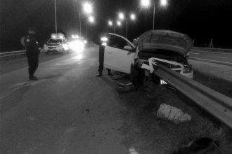 Familia uruguaya despistó en la ruta y su auto quedó incrustado en el guardarrail