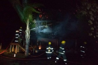 A 100 metros del lago de Salto Grande, ardió en llamas una cabaña donde se alojaban turistas