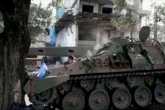 Tanque blindado se quedó sin frenos e impactó contra un árbol