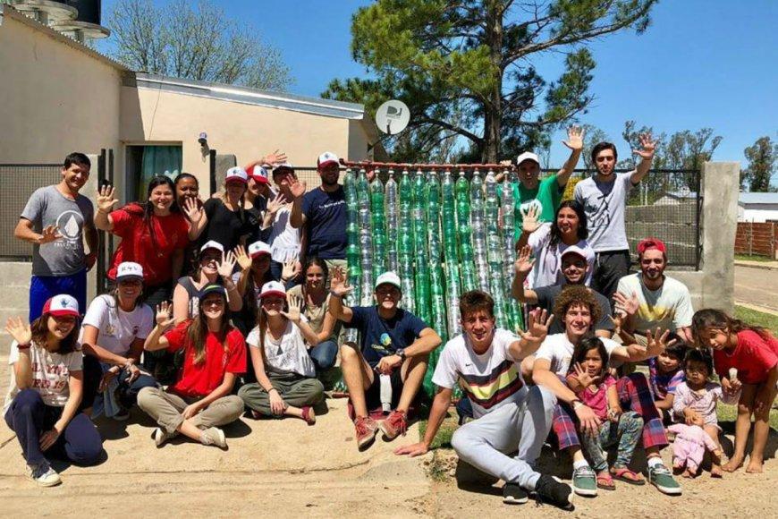 Los voluntarios y vecinos de barrio El Silencio.