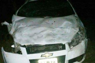 Fatal accidente: despistó, chocó contra un árbol y murió