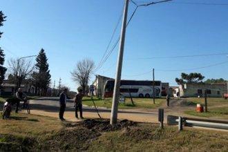 La inclinación de un poste de teléfono deja a Pueblo Liebig sin agua por tiempo indeterminado