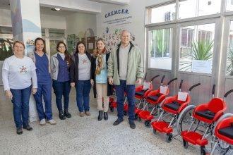 La Fundación Garrahan donó 13 sillas de ruedas a la provincia