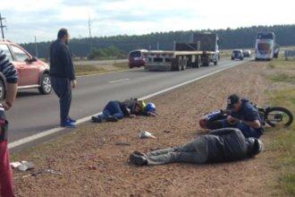 Dos personas resultaron heridas luego de caerse de su moto en la Autovía Artigas