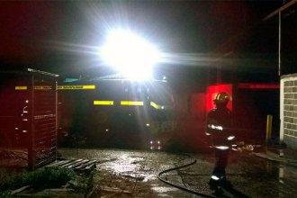 La ex Manfico, en llamas: bomberos lucharon durante dos horas para apagar el fuego