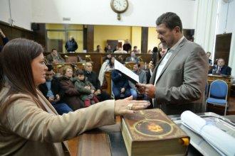 Con una jura fuera de lo común, asumió la concejal que reemplazará a Julia Sáenz