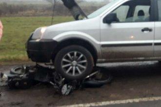 Triple choque en la ruta 135: una moto fue embestida por un auto y una camioneta