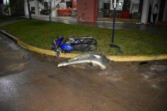 Chocaron una camioneta y una moto: hospitalizaron un joven con múltiples fracturas