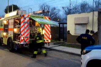 Provocó un incendio en su propia casa y luego se fue