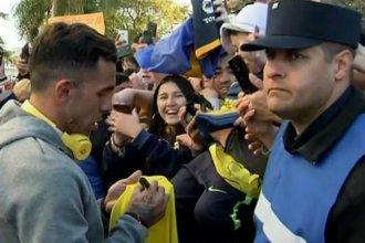 Boca llegó a Paraná y Tévez estuvo firmando autógrafos durante casi una hora