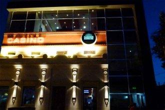 Aunque abonaron un mes, el casino podría volver a cerrar sus puertas