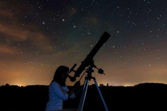 Amigos de la astronomía y de la solidaridad: invitan a una cita especial a la luz de la luna