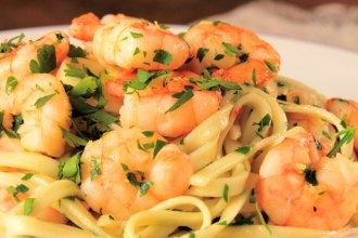 Spaghettis con langostinos y espárragos