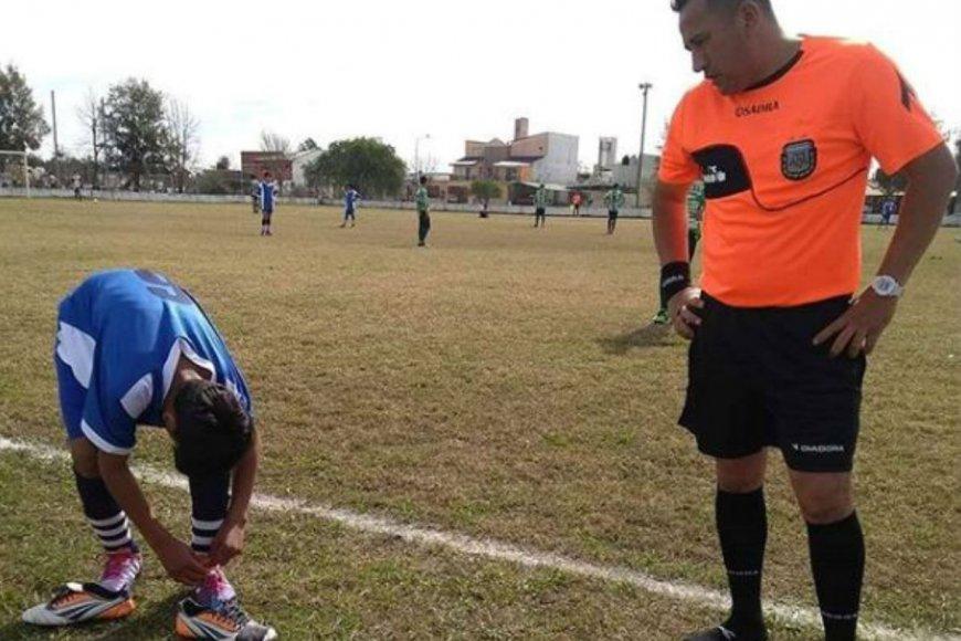 Mario Benítez cedió su calzado (foto: ADNfcion).