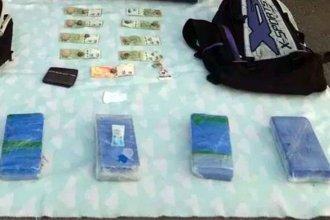 """La cocaína viaja en remís: Secuestran más de 5 kilos en """"la histórica"""""""