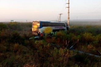 Un colectivo despistó en la autovía Artigas y cinco personas sufrieron heridas