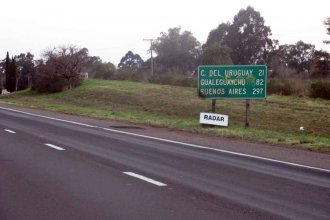 Al sur del departamento Colón, la autovía Artigas fluctúa entre desniveles y hundimientos