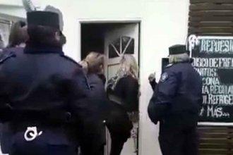Mujer detenida: rompió a martillazos el medidor de luz para que no se pueda registrar el consumo