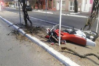 Motociclistas corrían picadas en la avenida y sufrieron un accidente
